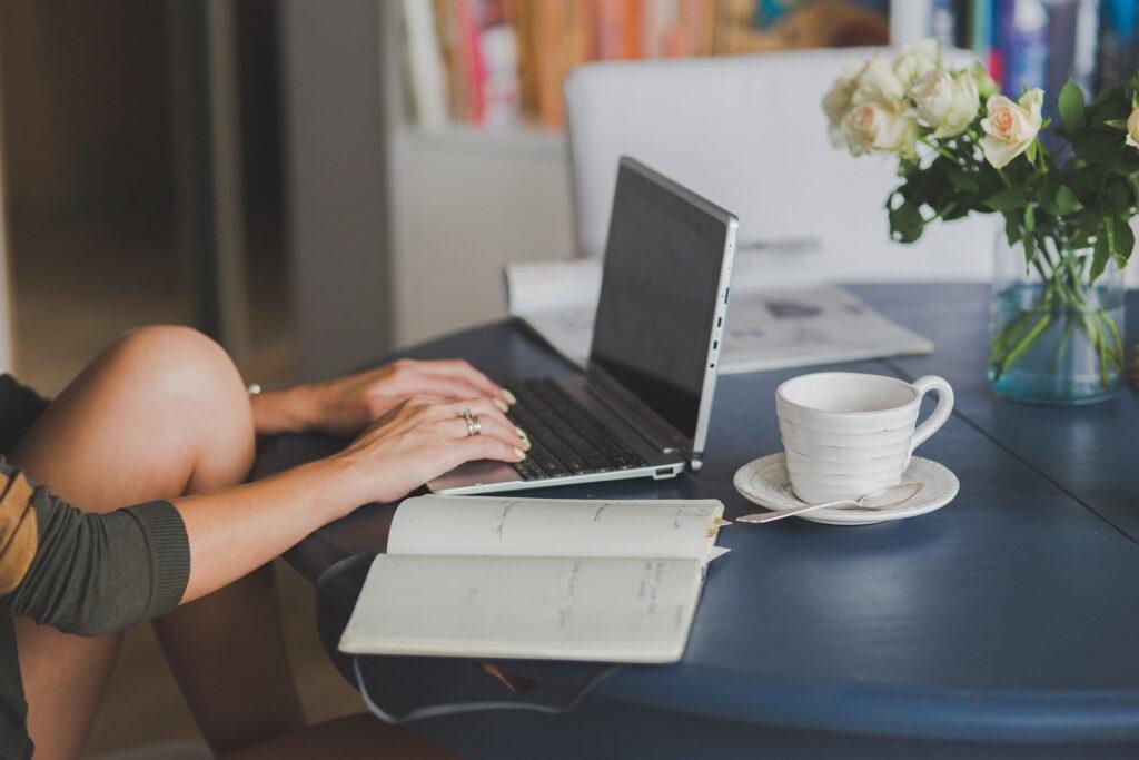 Cómo combinar el trabajo presencial con el teletrabajo en la oficina